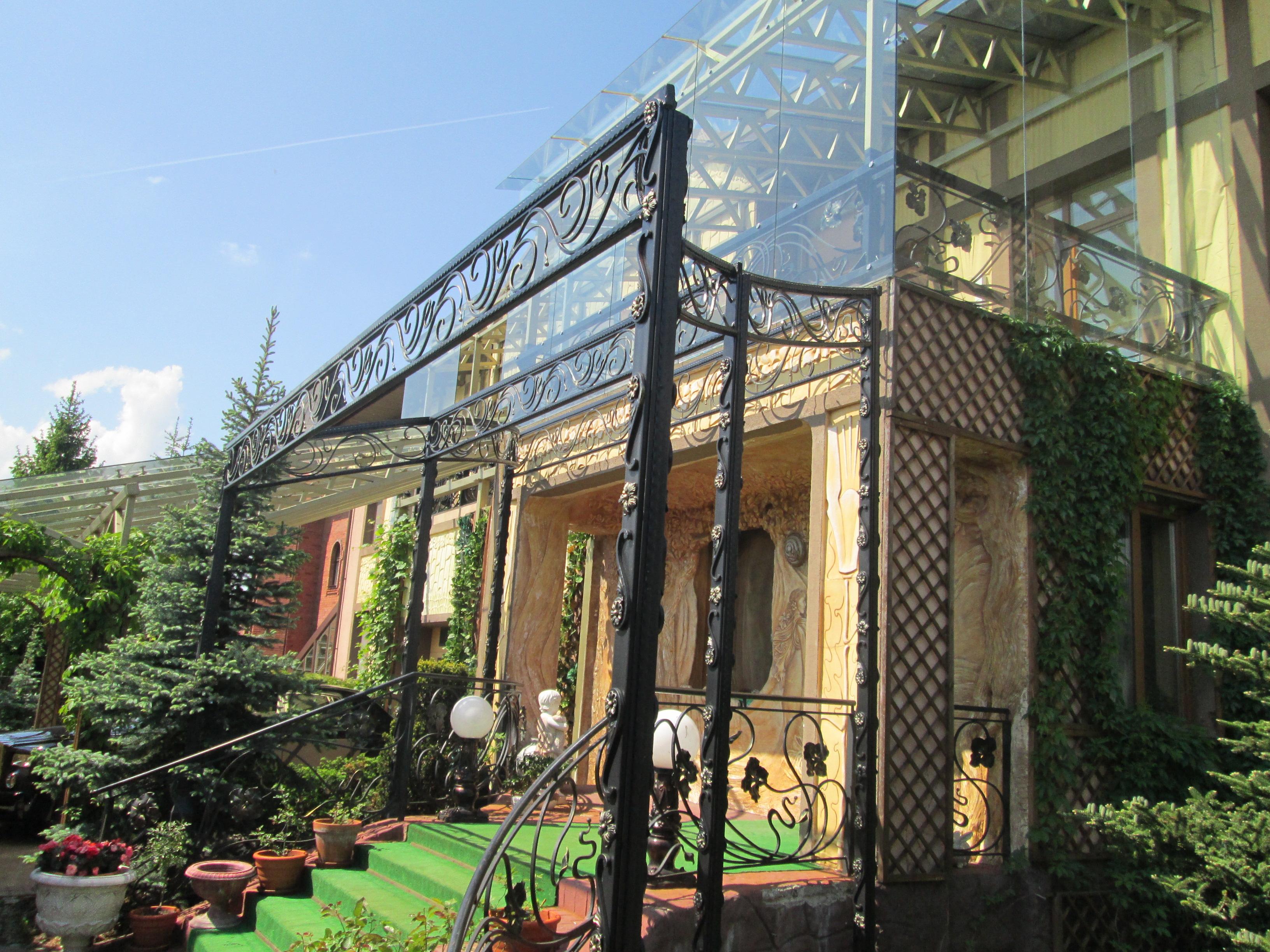 Балконное ограждение за стеклом