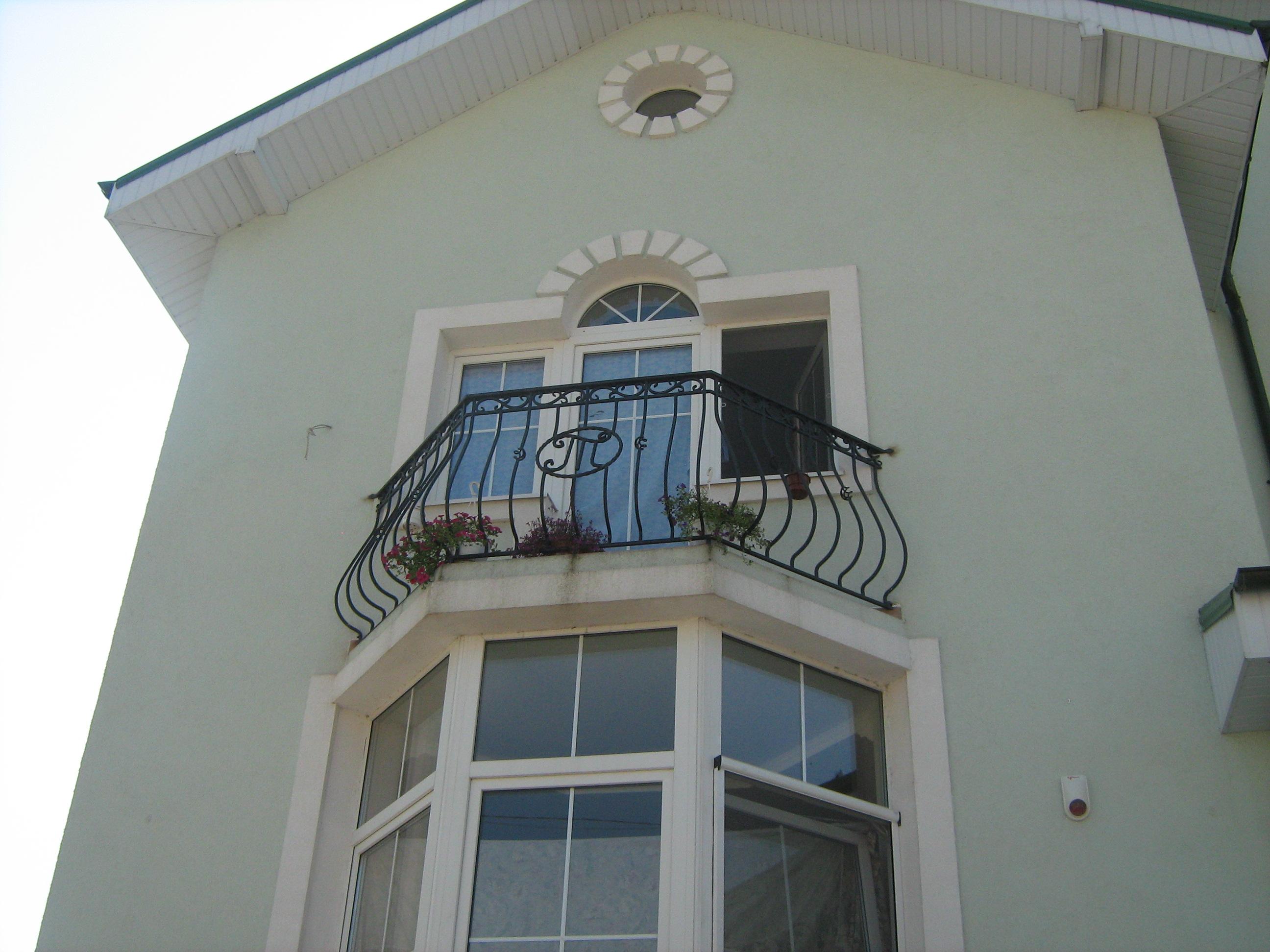Балкон с инициалами