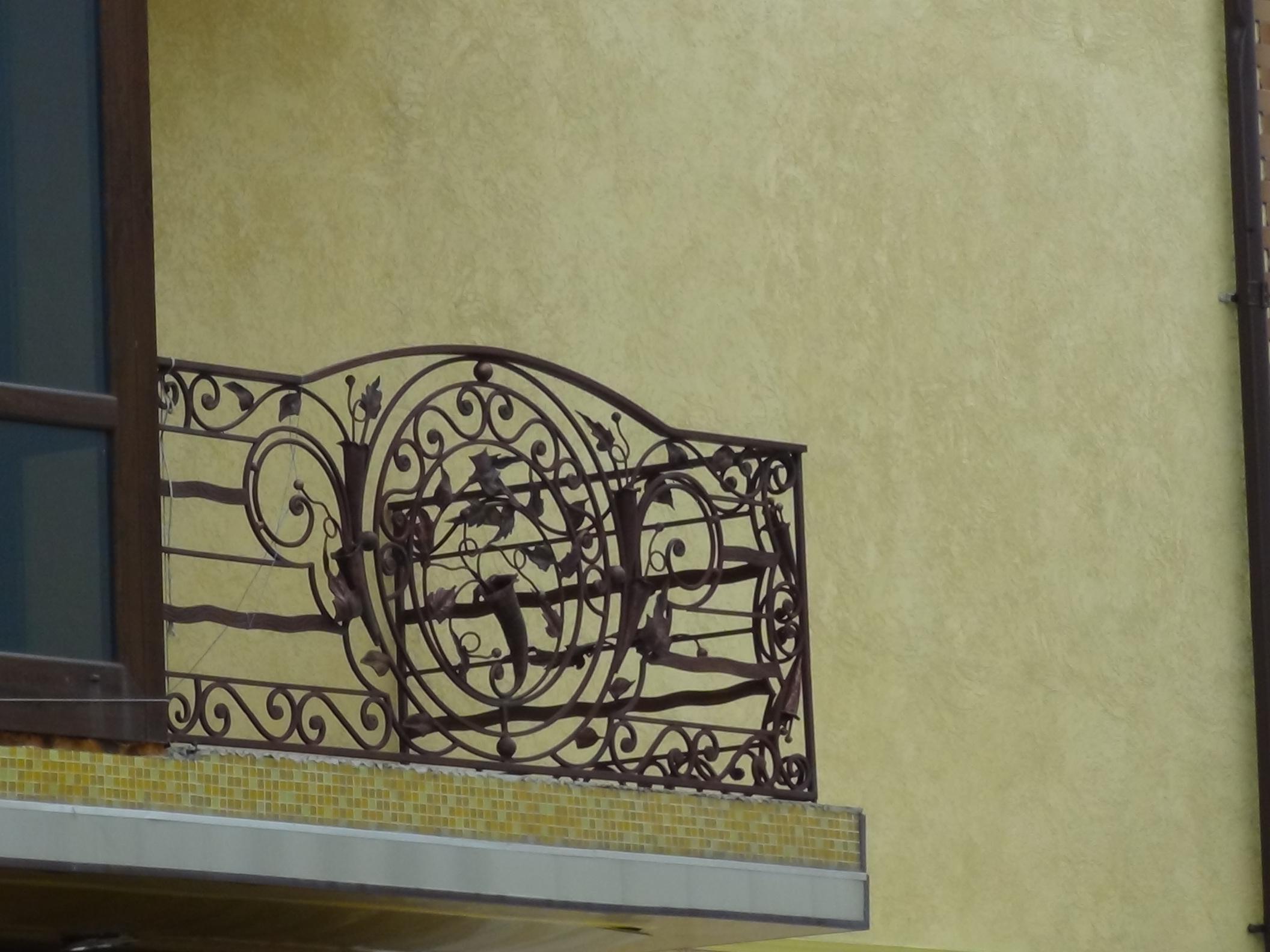 балкон с колокольчиком