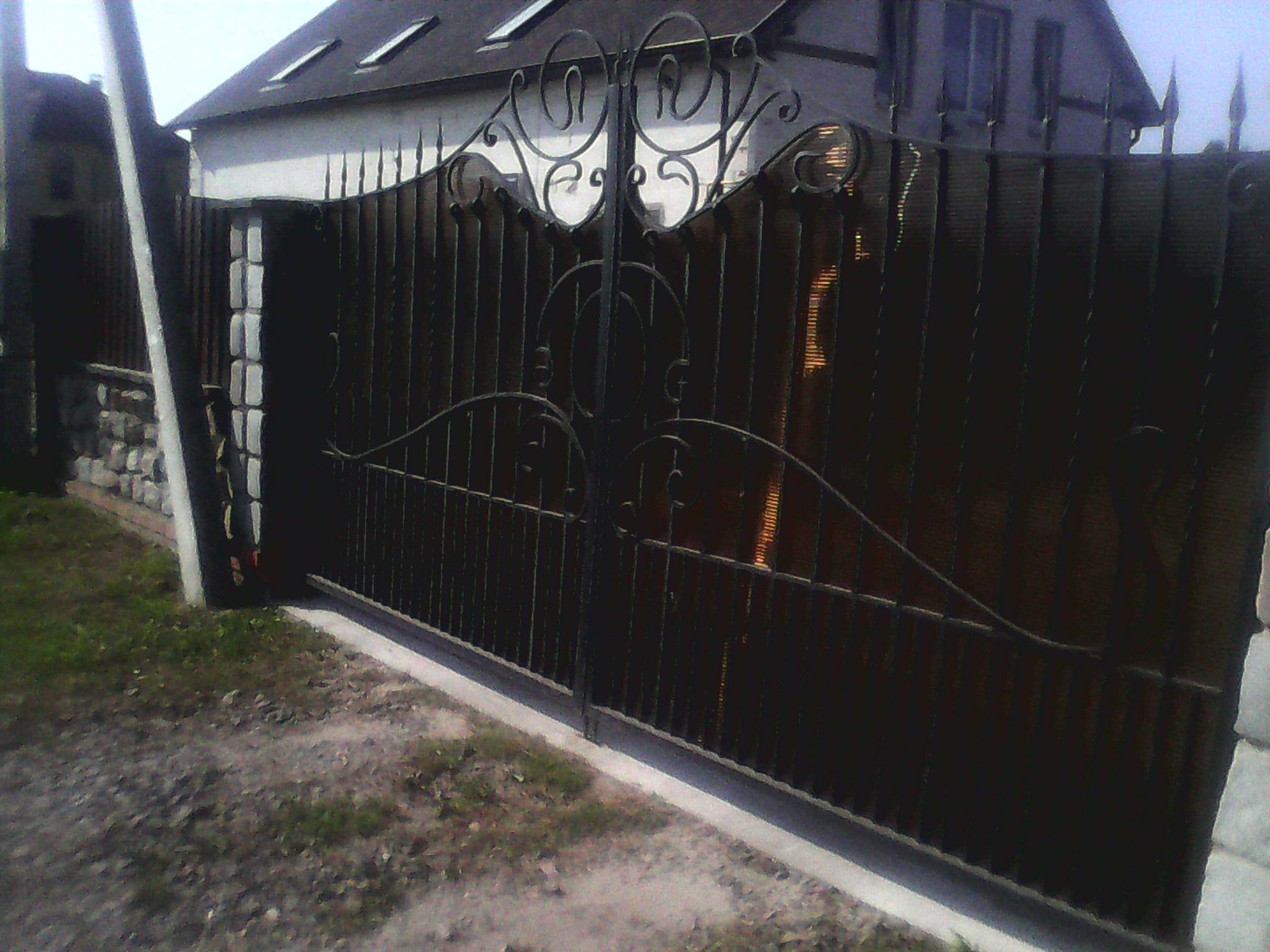 2) ворота кованые с поликорбанатом