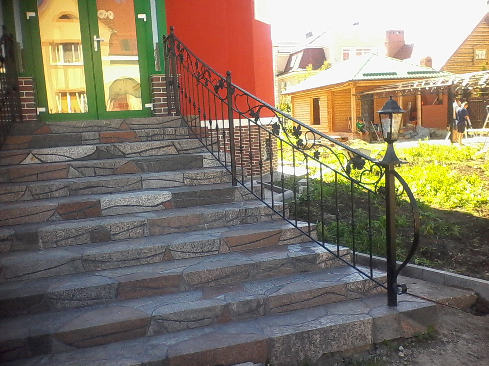 11) Лестница с элементами художественной ковки