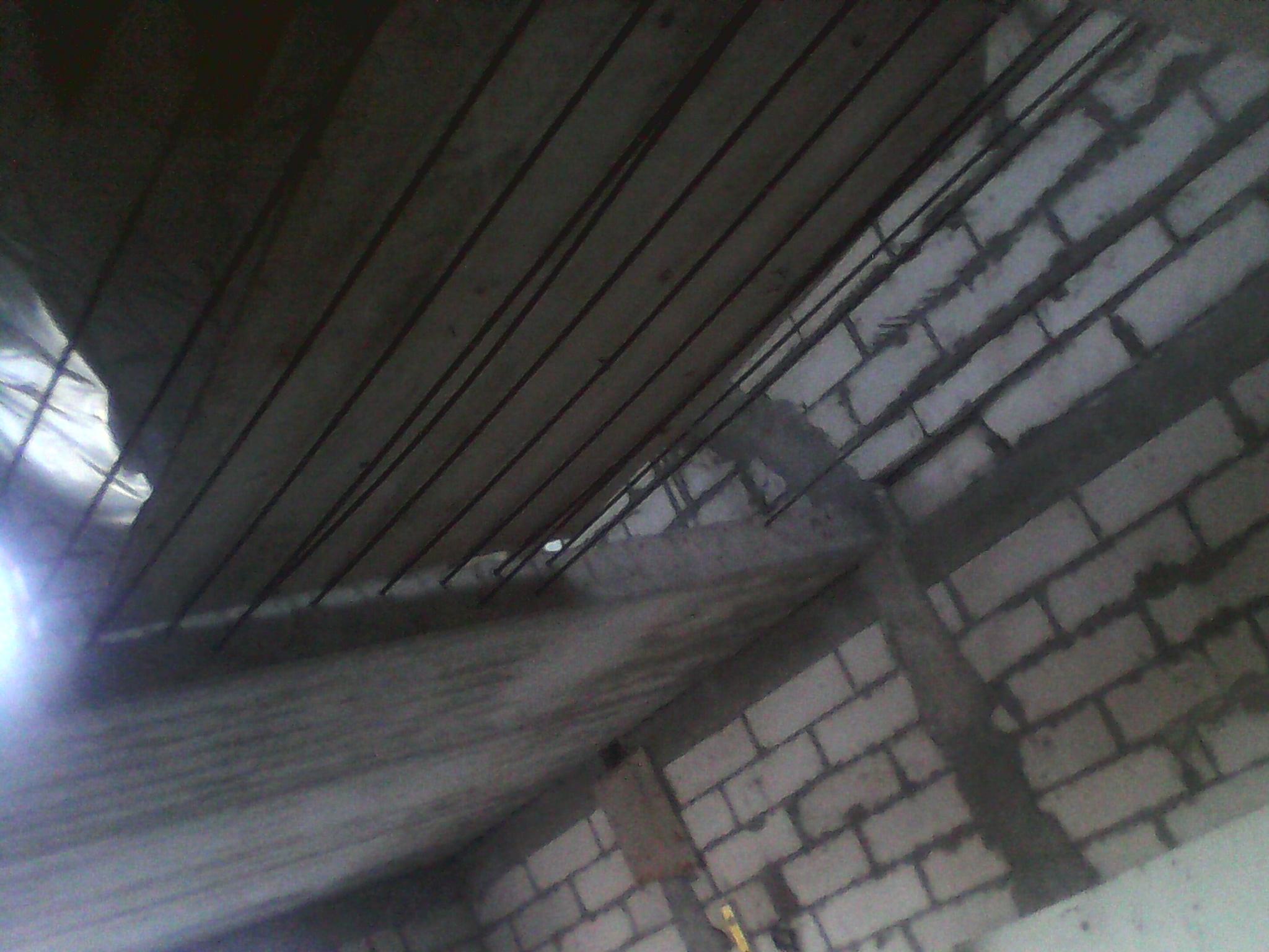 5) Заливка бетонного пола между плитами