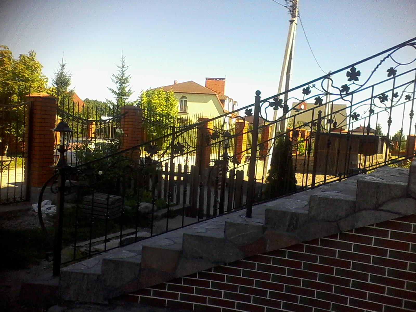 16) Лестница с элементами лозы сверху