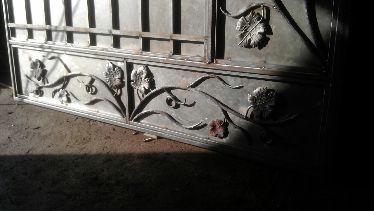 28) кованая лоза на воротах