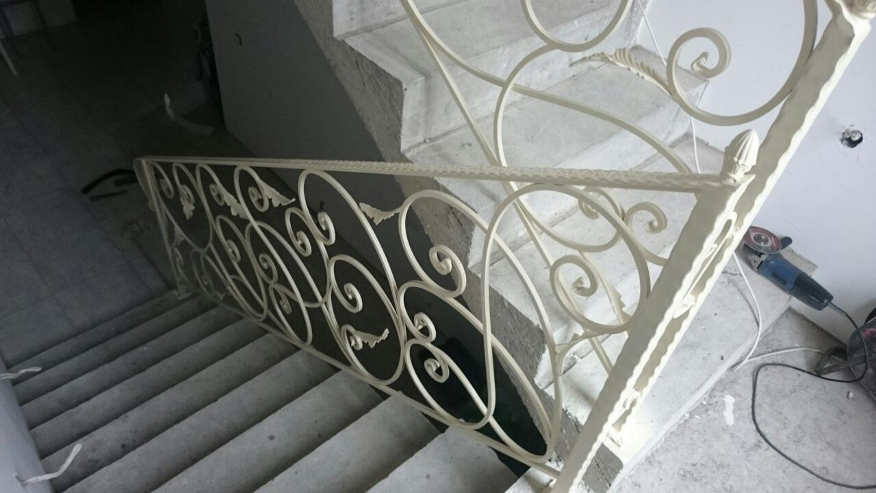 36) Лестница с листьями
