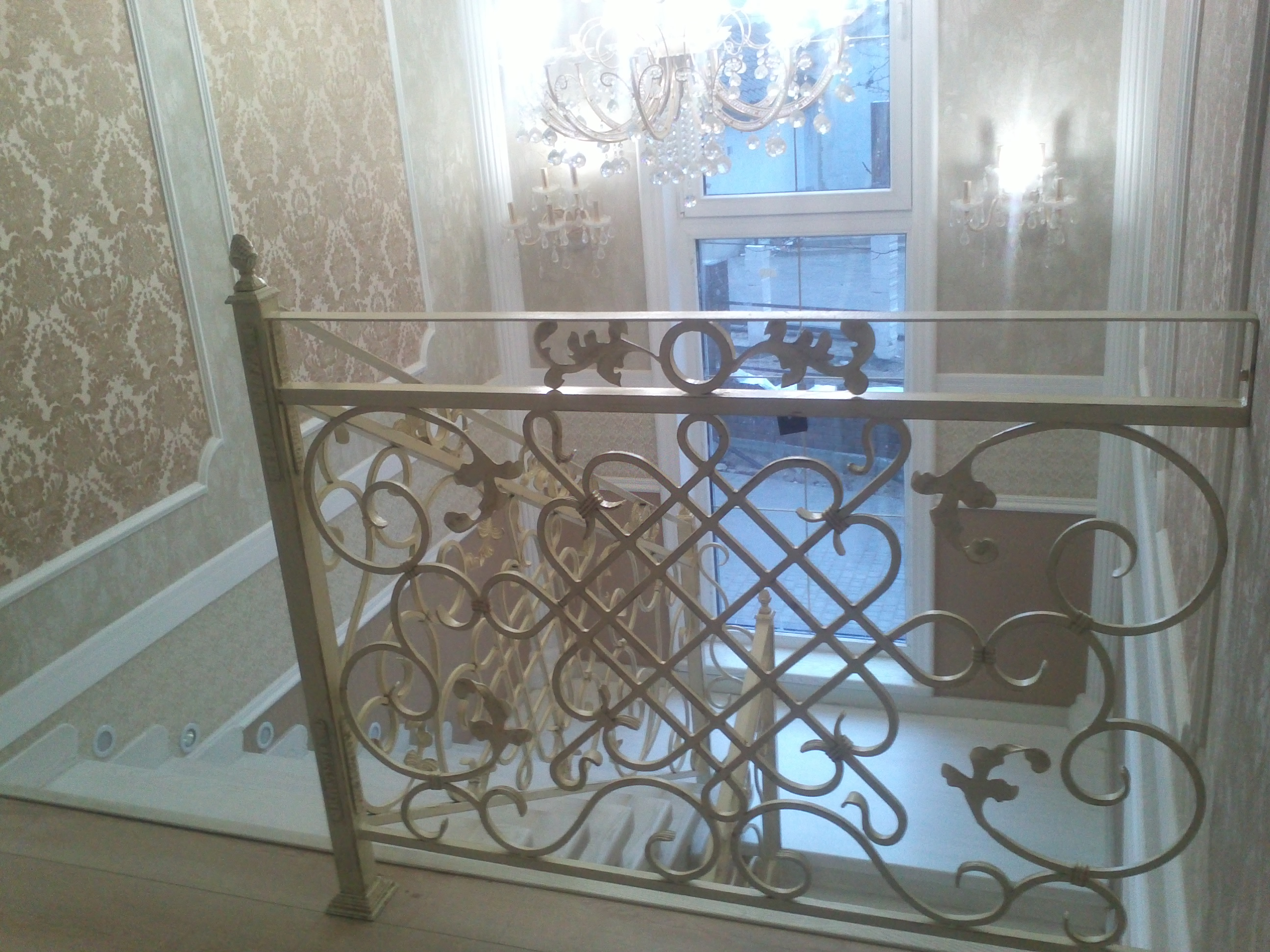 46) Лестница с патиной под старину.